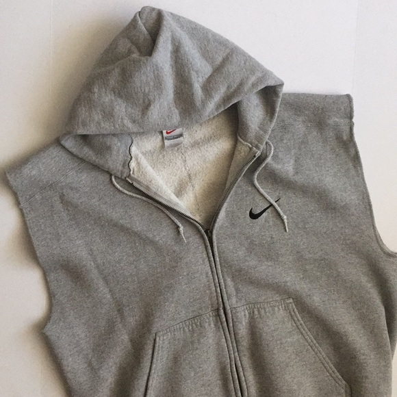 87d783dbae7e Gray Nike sweatsuit hoodie with cutoff sleeves. M 5a5facec8290af0e4aa64855